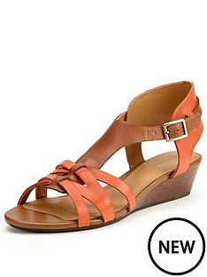clarks-playful-club4-flat-sandals