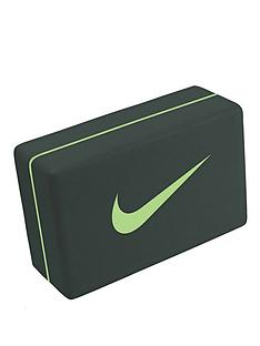nike-essential-yoga-block
