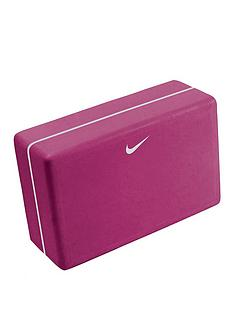 nike-essential-yoga-kit
