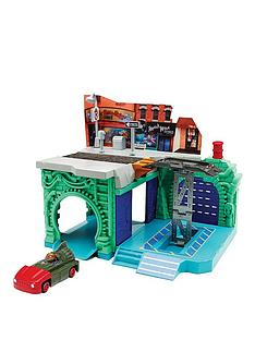 teenage-mutant-ninja-turtles-t-machine-playset-garage-lair
