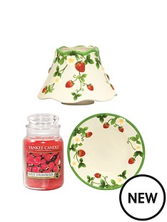 yankee-candle-classic-large-jar-with-shade-and-tray-sweet-strawberry
