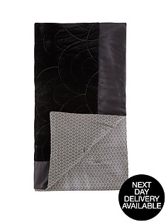 laurence-llewelyn-bowen-royal-rose-garden-throw