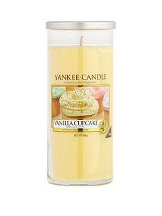 yankee-candle-large-decor-pillar-vanilla-cupcake