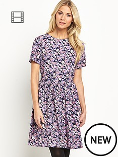 casual-loose-fit-day-dress