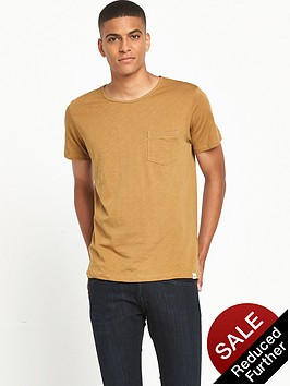 lee-pocket-t-shirt-mustard