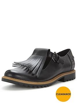 clarks-griffin-mia-fringe-flat-shoe