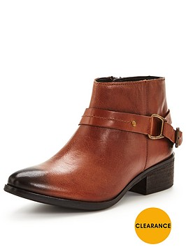 joe-browns-stand-out-from-the-crowd-boots