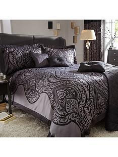 laurence-llewelyn-bowen-jacquard-duvet-set-black