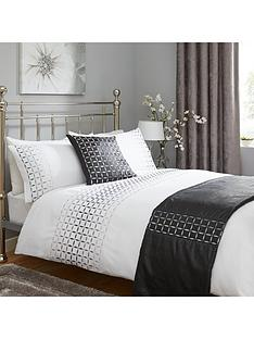 geo-ombre-embroidered-bed-in-a-bag-black