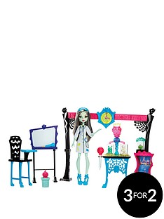monster-high-skulltimate-science-class-playset-with-doll