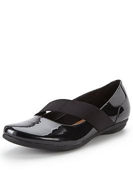 clarks-discovery-ritz-flat-shoe