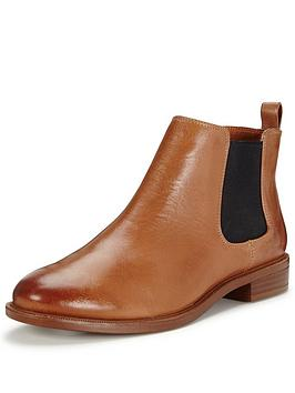 clarks-taylor-shine-chelsea-ankle-boot-tan