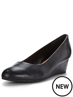 clarks-vendra-bloom-low-wedge-shoe-black