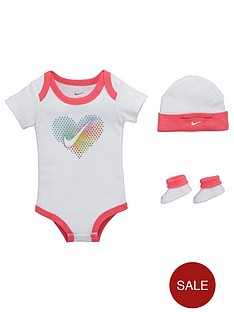 nike-baby-girls-pop-heart-gift-set