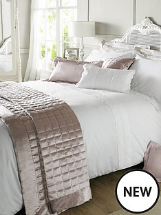 holly-willoughby-aimee-quilt-cover-white