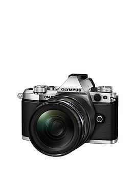 Olympus OmD EM5Ii Camera (Silver) With M.Zuiko 1240Mm Pro Lens Kit