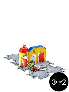 thomas-take-and-play-railway-streamworks-tile-tracks-playset
