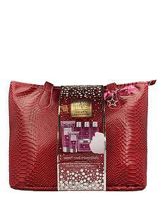baylis-harding-midnight-fig-amp-pomegranate-weekend-bag-gift-set-amp-free-baylis-amp-harding-beauticology-eton-mess-hand-wash-500ml