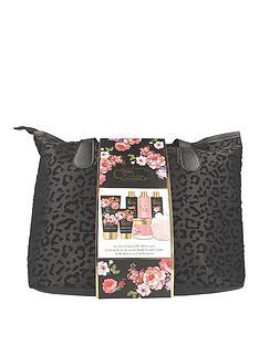 baylis-harding-boudoire-velvet-weekend-bag-gift-set-amp-free-baylis-amp-harding-beauticology-eton-mess-hand-wash-500ml