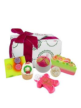 bomb-cosmetics-holly-soaks-gift-set