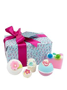 bomb-cosmetics-pocketful-of-posies-gift-set