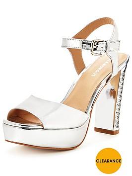 glamorous-platform-metallic-sandal