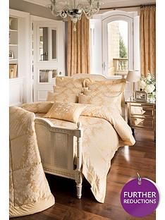 dorma-blenheim-filled-cushion