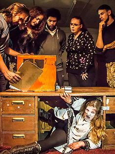 virgin-experience-days-trapped-in-a-room-with-a-zombie-escape-room-game-innbspwhitechapel-london