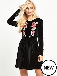 glamorous-floral-velvet-dress