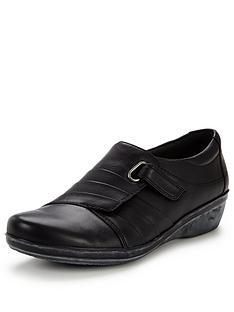 clarks-everlay-luna-comfort-shoe