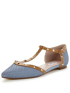 dune-heti-stud-detail-flat-light-blue