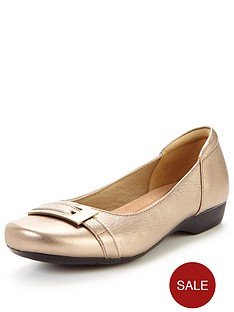 clarks-blanche-west-wide-fit-loafer