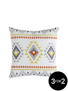 traveller-geo-cushion