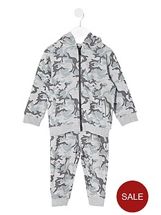 river-island-mini-boys-camouflage-hoodie-and-joggers-outfit