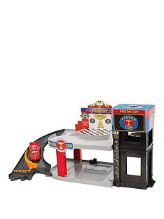 disney-cars-piston-cup-racing-garage