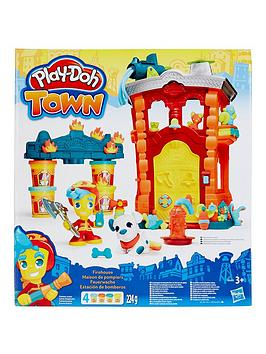 Hasbro Playdoh Town Firehouse