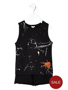 river-island-mini-boys-paint-splatter-vest-outfit