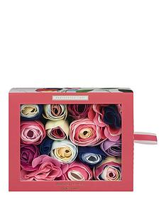 heathcote-ivory-sweet-pea-amp-honeysuckle-bathing-flowers-in-sliding-box