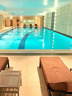 virgin-experience-days-one-night-spa-break-with-sweet-treat-for-two-in-berkshire