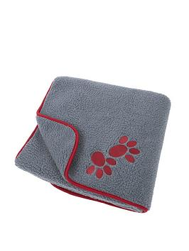 petface-oxford-sherpa-fleece-comforter-red-paws