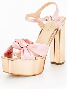glamorous-metallic-platform-sandal