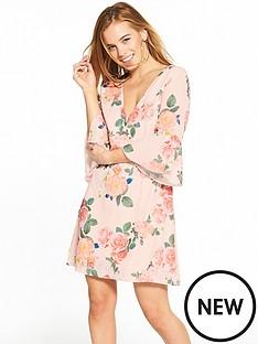 little-mistress-little-mistress-petite-nude-floral-v-neck-flute-sleeve-shift-dress