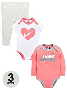 nike-baby-girl-3-piece-gift-set