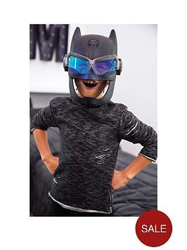 justice-league-batman-voice-changing-tactical-helmet