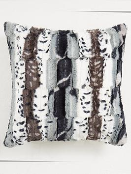 jackal-faux-fur-square-cushion