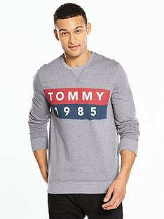 tommy-jeans-logo-crew-neck-sweat