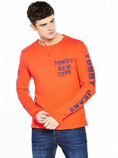 tommy-jeans-printed-long-sleeve-t-shirt