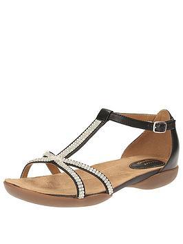 clarks-raffi-star4-flat-sandal-black