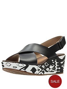 clarks-stasha-wide-fit-hale4-chunky-wedge-sandal-black