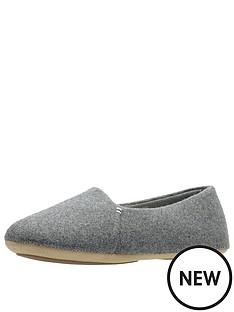clarks-cozily-snug-minimalist-slipper
